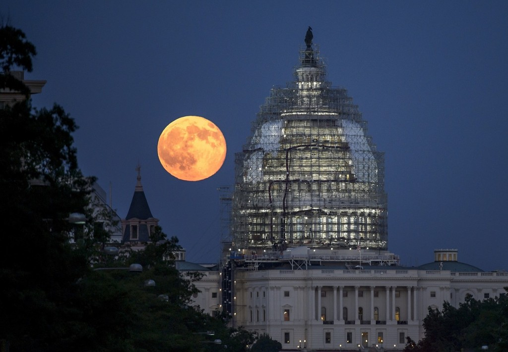 full-moon-873437_1280